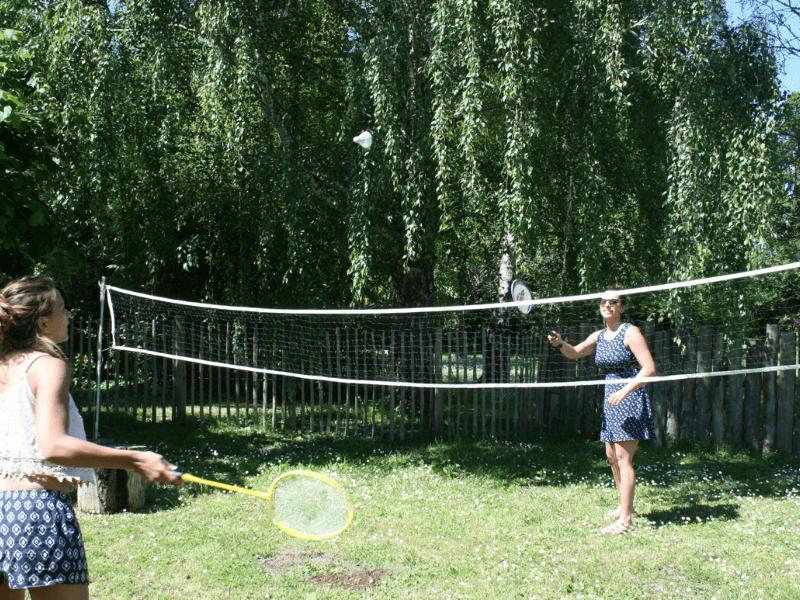 jeux-badminton-gite-rosiers-loire