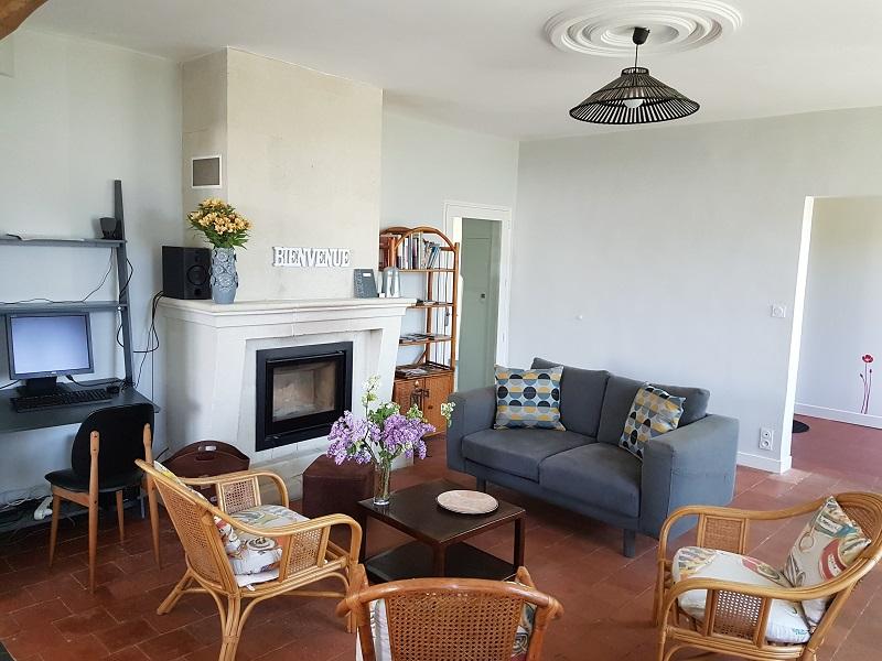 location-gite-rosiers-sur-loire-salon-tv-internet-wifi-2